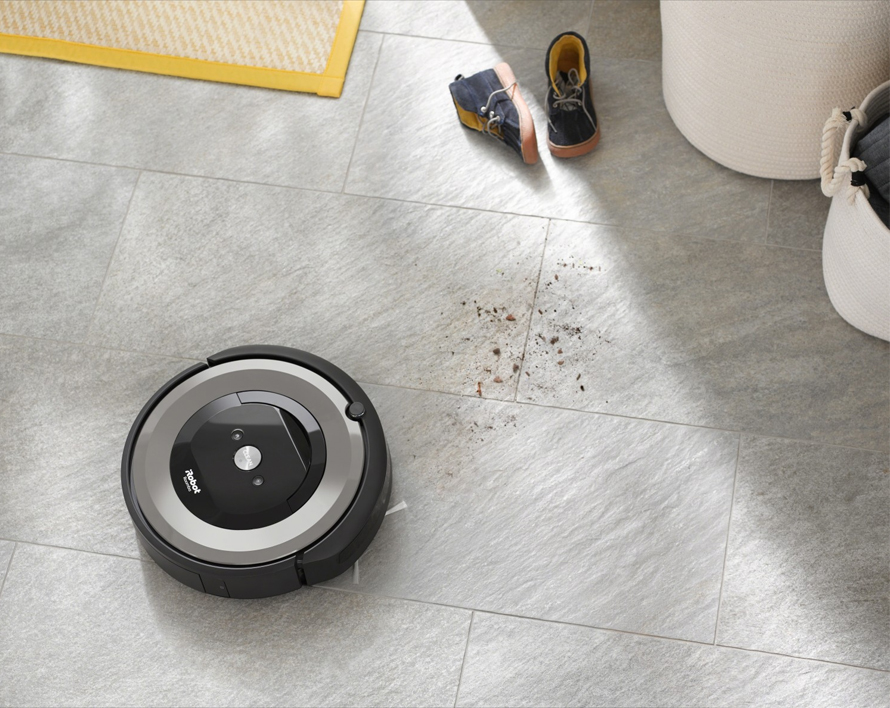 iRobot Roomba e5 silver detekce nečistot