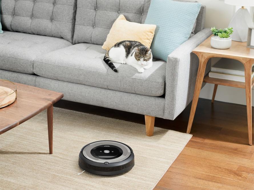 iRobot Roomba e5 silver s. proti zamotání