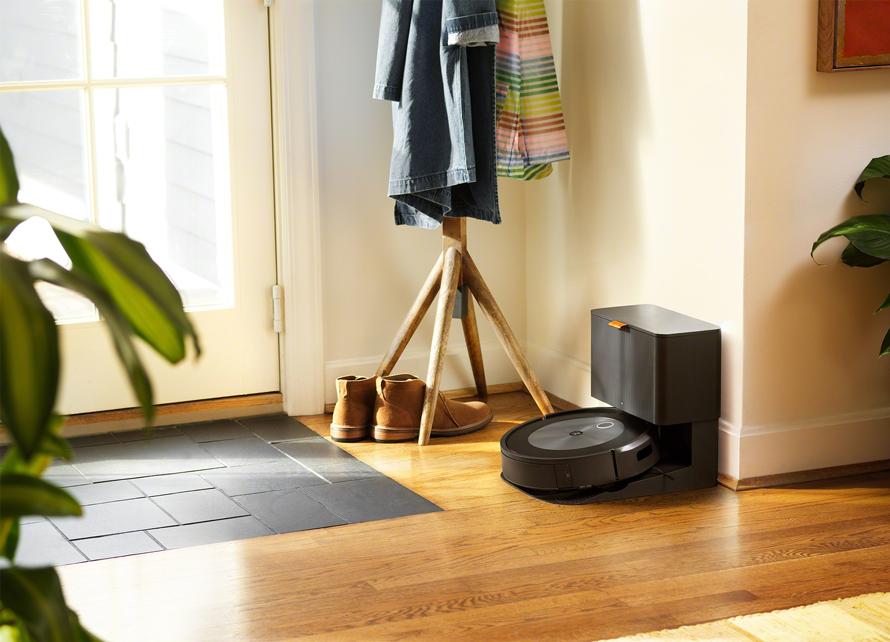 iRobot Roomba j7+ dobíjení během úklidu